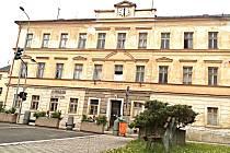 ROKY PRÁZDNÉ  a chátrající domy v centru Kraslic město nekoupí.