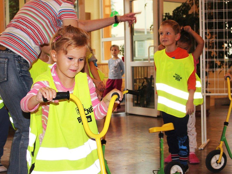 Během dopoledne procházejí děti v rámci projektu BENE řadu stanovišť.