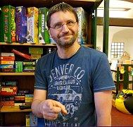 VLADIMÍR KALNÝ poprvé jako vůdčí osobnost prázdninového herního odpoledne s knihovníkem.