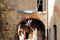 V současné době probíhají stavební práce na třetí bráně hradu. Ochoz bude poté průchozí.