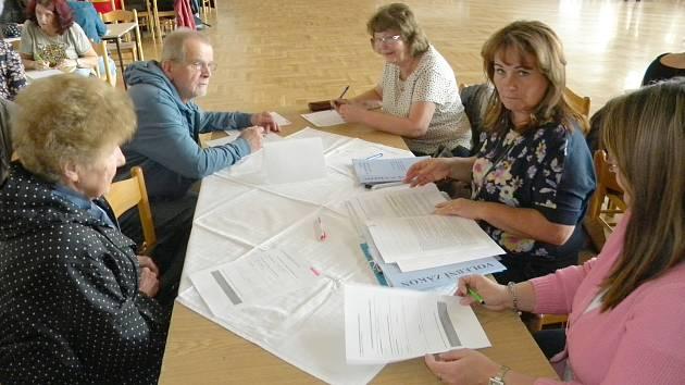 Volební komise v Sokolově zahájily sou činnost složením slibu.
