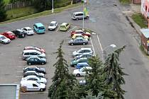 Parkoviště naproti bývalým skladům se letošního roku dočká proměny.