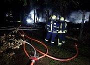 Hasiči zasahovali u požáru zahradní chatky v Horním Slavkově.