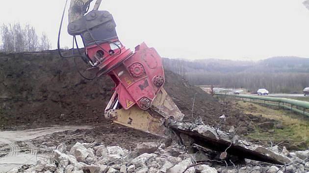 Zmizelé hydraulické kleště.