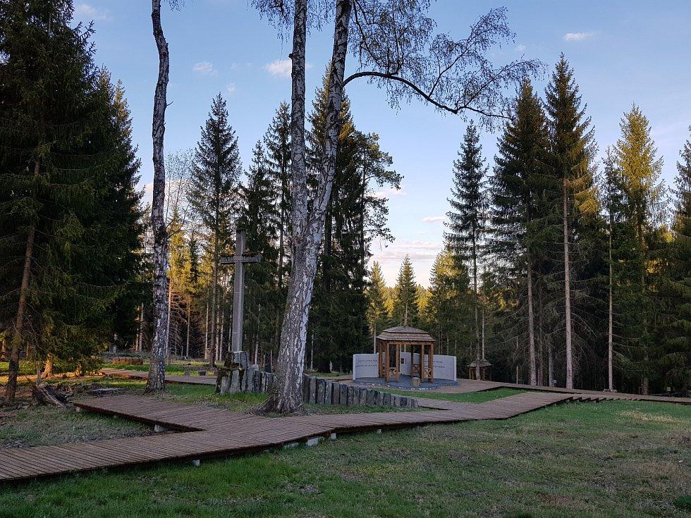 Lesní hřbitov se stal po mnoha letech důstojným místem.