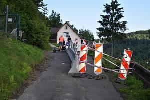 Sesuv svahu v Kraslicích odřízl sanitky i železniční dopravu do Německa