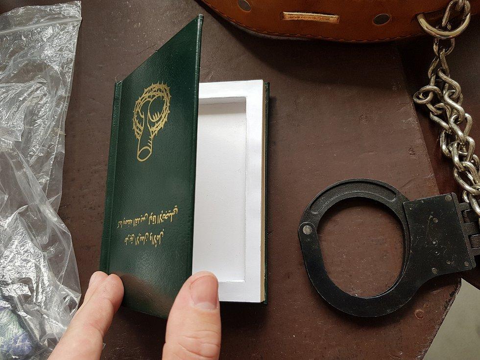 Součástí akce byla i ukázka zabavených předmětů ve věznici