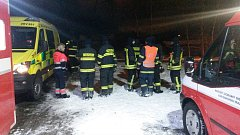 S pátráním po ženě pomáhali i hasiči z osmi jednotek. Pomoc ale bohužel přišla pozdě.