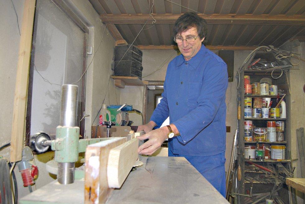 Výroba kolébek u Rudolfa Kovaříka