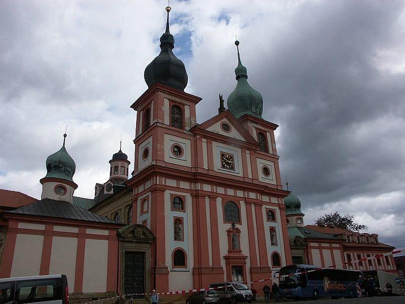 Poutníci šli dva dny do kláštera v Chlumu