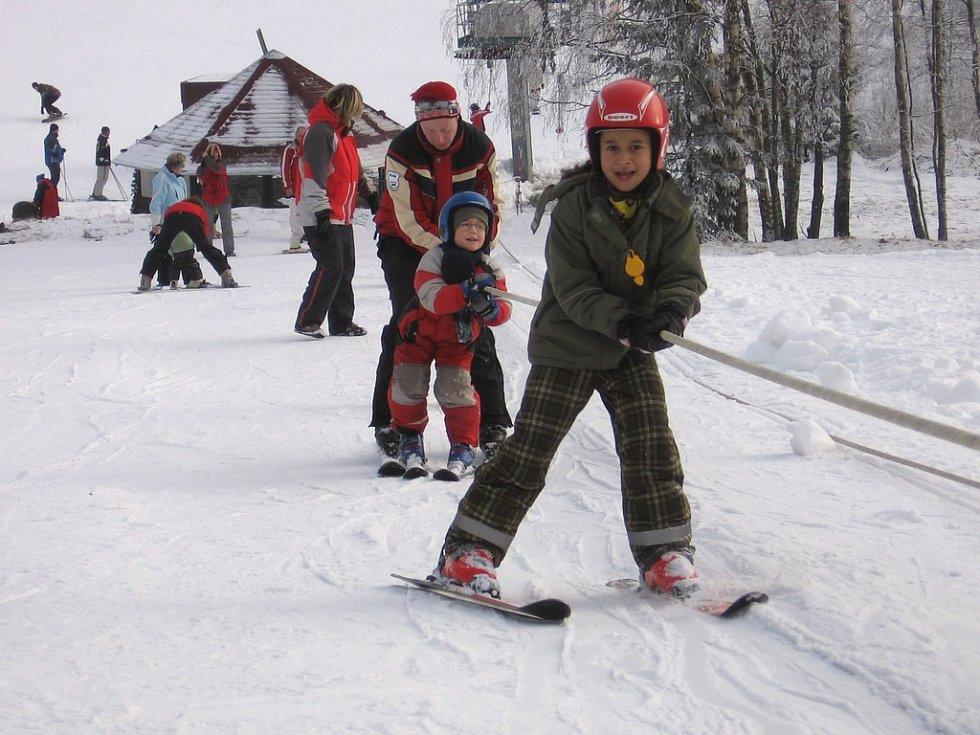 Na horách na Kraslicku jsou ideální lyžařské podmínky.