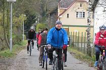 Cyklisté jedoucí po páteřní cyklostezce