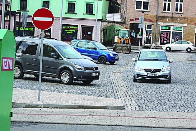 PROMĚNOU prošlo ibývalé autobusové nádraží,  kde vznikla nová parkovací místa.