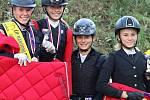 Na oblastním mistrovství dětí a mládeže v Děpoltovicích reprezentovaly Jezdeckou stáj Boučí tři jezdkyně: Kamila Dostálová, Kateřina Dlesková a Daniela Tesařová.