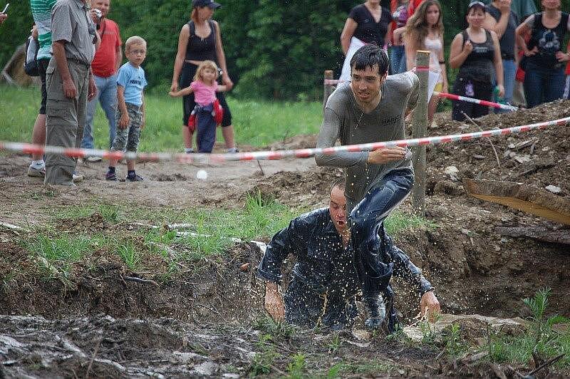 Extrémní závod Bahňák v Sokolově.