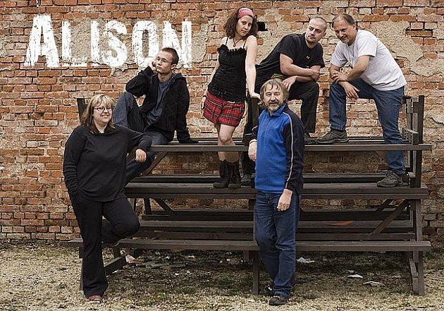 ALISON je pořadatelem festivalu Na konci světa. Domácímu publiku zahraje v novém složení.