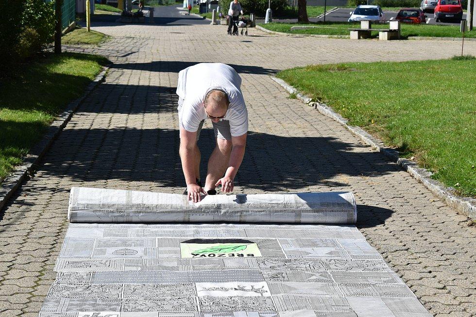 Má jedinečný talent pro kreslení bludišť. Rekordní měří 52,5 metru