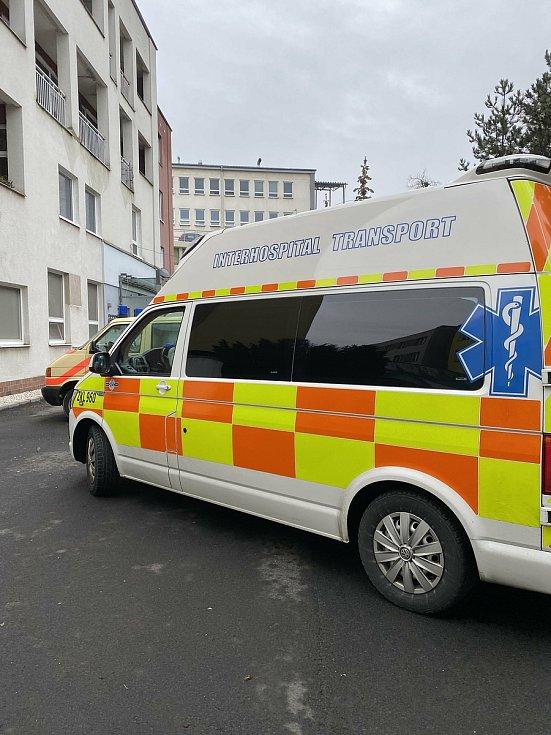 Přesun covid pacientů ze sokolovské nemocnice mimo region.