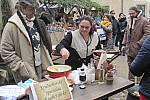 Kouřící dívka byla jednou z krušnohorských specialit. Je to bramborová placka a v Lokti ji připravovala Romana Romová z Vejprt.