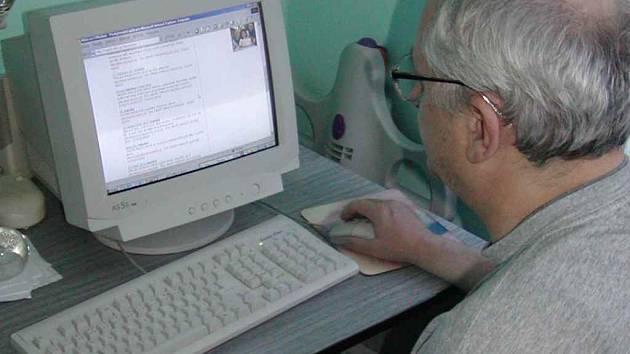 Firma SystémNET pořádá kurzy, ve kterých se zájemci naučí pracovat s počítačem.