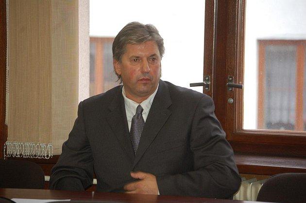 Jaroslav Révay u Okresního soudu v Sokolově.