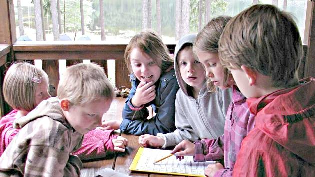 Na výletě hrály děti různé hry a plnily úkoly Železného muže