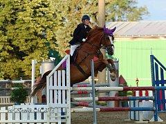 Oblastní mistrovství dětí a mládeže v Děpoltovicích vyhrála Kamila Dostálová s koněm Akimem (na snímku).