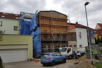 Stavba nové knihovny v Sokolově finišuje