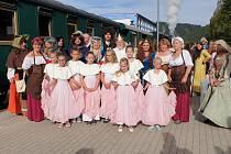 Příjezd a uvítání krále Karla IV. na nádraží v Oloví.
