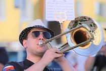 Koncert kapely Bohemian Marching Band se v Sokolově uskutečnil 15. července.