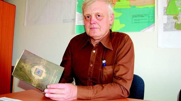 Kniha Dějiny obce Chlum Svaté Maří vyjde i v němčině, poprvé bude k dispozici na Chlumské pouti