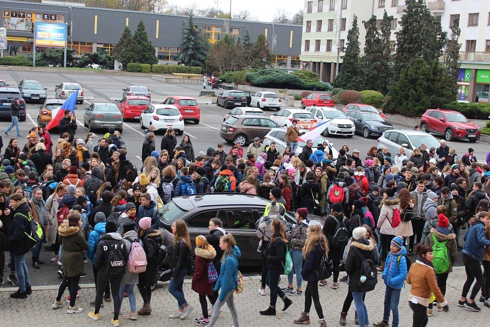Pochod studentů a veřejnosti