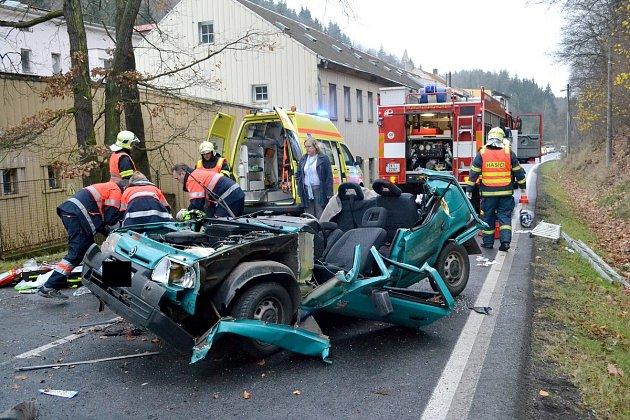 Tragická nehoda mezi Loktem a Horním Slavkovem.