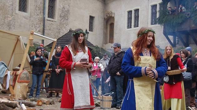 Na hradě Loket se po celý víkend bavili návštěvníci při Pohanských vánocích starých Slovanů.