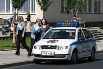 MĚSTSKÁ POLICIE v Novém Sedle vsadila na moderní techniku. Dvě kamery sledují dění v okolí městského úřadu, náměstí a kulturního domu Meteor.