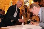 O novou knihu chodovského historika byl velký zájem už ve chvíli křtu v kostele svatého Vavřince.