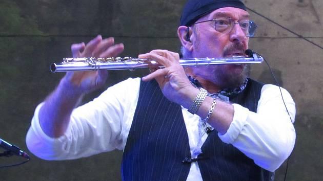 IAN SCOTT ANDERSON je britský flétnista a člen skupiny Jethro Tull