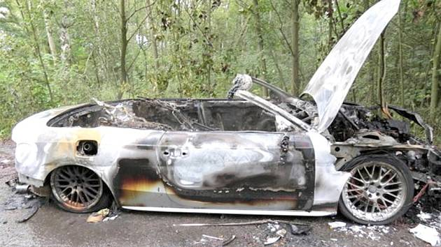Nalezené vyhořelé auto, které bylo zřejmě odcizené v Německu.