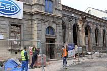 Budova Dvorany prochází rekonstrukcí. Jednou z možností jejího využití je přesunout sem ZUŠ.