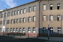 Budovu školy příští rok opustí žáci a učitelé. Město nyní rozhoduje o jejím dalším osudu.
