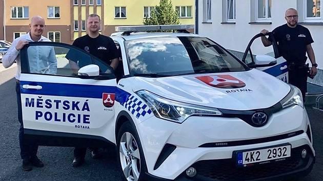 Rotavští strážníci budou sloužit s hybridem.