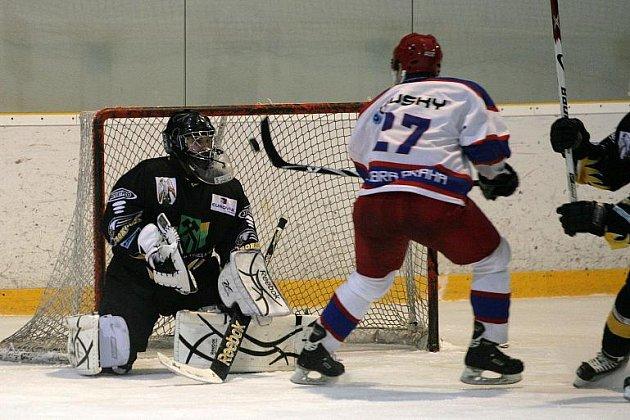 II. hokejová liga: Kobra Praha (v bílém) - Baník Sokolov