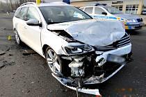 Při nehodě se zranil jeden člověk. Škoda je 200 tisíc.
