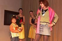 OSOBNOST Sokolova za rok 2009 Gabriela Lágnerová hovoří o Stanzinovi Odzerovi, který stojí po jejím boku.