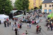 Dějištěm koncertů je sokolovské Staré náměstí.