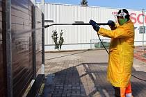 Chodov začal čistit frekventovaná místa ve městě.