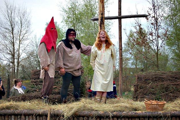 Poslední dubnový den bude ve znamení pálení čarodějnic. Snímek je z návsi v Josefově
