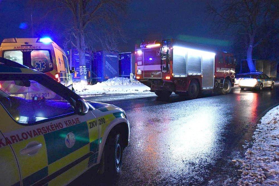 V kraji se stala řada dopravních nehod. Policisté radí nevyjíždět.