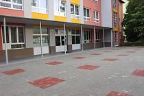 Nejviditelnější a nejnákladnější byla úprava prostranství před základní školou ve Školní ulici.