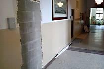NA zazděné dveře starosty Kraslic naráželi lidé na městském úřadě.  A tak si zavtipkovali.